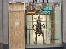 Ninja svaligiano negozio Pucci sulla Fifth Avenue Ninjas store