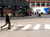 Uomo fuoco Oslo davanti tribunale processa Breivik, massacratore Utoya