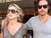 Sharon Stone passeggio senza reggiseno
