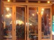 Napoli: riapre famosa pizzeria Sorbillo dopo l'incendio doloso. All'inaugurazione sindaco questore.