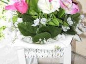 composizione fiori sedia legno