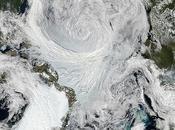 Un'impressionante tempesta estiva sull'Artico