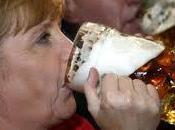 Merkel contro mercati, sono popolo. Distruggono lavoro. Tutti abboccano compreso Manifesto titola: Compagna Merkel.Solo perchè parlato così dico.