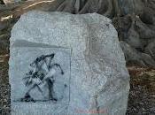 stele misteriosa, strana associazione simboli.