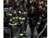 Salma Hayek posa vigili fuoco nella città York (foto)