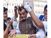 artisti circo Montecitorio: clown acrobati piazza