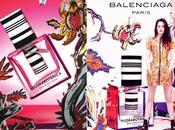 News closet//Kristen Stewart, volto della nuova fragranza Balenciaga, oggi risponde alle domande degli utenti rete.