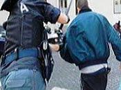 Soldato blu, togliti casco abbraccia protesta!