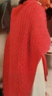 scialle rosa lavorato ferri