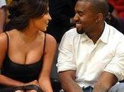 Kardashian incinta annuncia Kanye West durante concerto