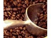 Mangiare placenta, strofinarsi caffè,…: strane manie (smentite dalla scienza)