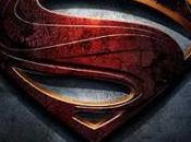 Superman manette nella nuova immagine ufficiale L'Uomo d'Acciaio