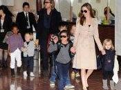 figli Angelina Jolie Brad Pitt mangiano grilli
