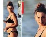 Penelope Cruz incinta mostra pancione alle Barbados