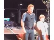 Bruce Springsteen invita palco anni (video)
