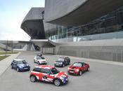 MINI celebra anni produzione automobilistica Oxford giro attraverso continente