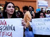 Prima slutwalk italiana. marcia delle puttane contro cultura dello stupro.