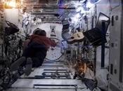 astronauta nello spazio canta Space Oddity David Bowie