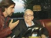 Stasera Striscia Notizia: Valerio Staffelli consegna Tapiro nero all'eurodeputato Mario Borghezio d'oro Alessandro Piero