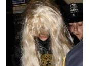 Amanda Bynes fuma marijuana nella hall: foto dell'arresto
