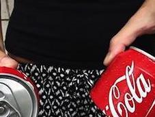 Epico: lattina condivide davvero. Coca-Cola