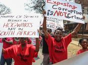 """Città Capo (Sudafrica) Protesta ferma contro legge """"Salva-corrotti"""""""