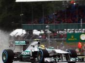 Hamilton pole Silverstone, prima fila Mercedes. Disastro Ferrari