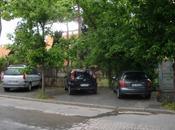 Auto cafone mettono fuori marciapiede! siamo viale marconi, pressi dello svincolo colombo