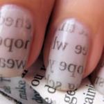 Unghie: manicure veloce stile giornale
