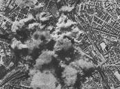 Roma sotto bombardamento aereo mostra fotografica ricorda alzando occhi cielo