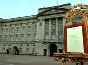 nato Royal Baby: certificato esposto Buckingham Palace