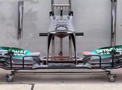 Mercedes w04: naso pellicano,nuovo cofano motore feritoia sull'ala posteriore