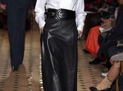 Leather skirt. Come indossarla modo giusto. Senza cadere nella solita trappola della dark lady.