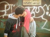 Egitto, quel bacio strada
