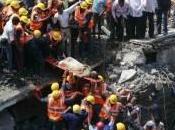 India: crolla palazzo Mumbai. Decine persone sotto macerie
