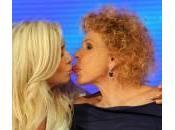 Mara Venier, Ornella Vanoni: bacio lesbo Domenica (foto)
