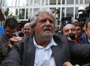 Beppe Grillo Movimento Stelle sotto uffici Rai.