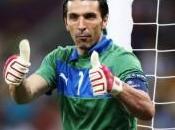 L'Italia gioca male, pareggia Danimarca grazie gran botta di.. ginocchio