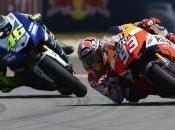 Ancora pole Marquez, braccato Rossi