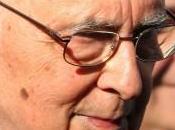 """Napolitano sulle Forze Armate """"presidio democrazia"""""""