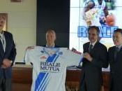 Basket: Dinamo Sassari visita Torino presentare nuova sovramaglia
