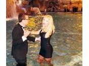 Valeria Marini, bagno nella Fontana Trevi: multata