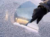 Come togliere ghiaccio parabrezza senza rovinarlo.