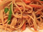 Noodles thai verdure saltate gamberi?)
