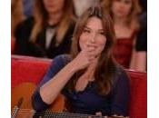 Quando Carla Bruni stregò Fillon apparendo lingerie l'Eliseo