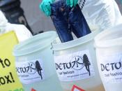 """Greenpeace: """"Sostanze chimiche vestiti bambini famosi marchi"""""""