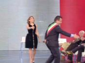 sindaco Gianluca Buonanno showgirl Marika Fruscio ballano Waka vacca