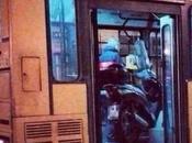 FOTO Carica scooter pullman. media sbagliano successo Napoli!