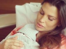 Claudia Galanti, dopo parto, beve placenta Instagram