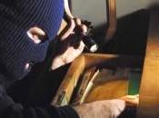Ladro camuffa cespuglio tentare furto